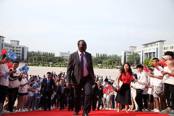 联合国人口基金驻华代表洪腾博士